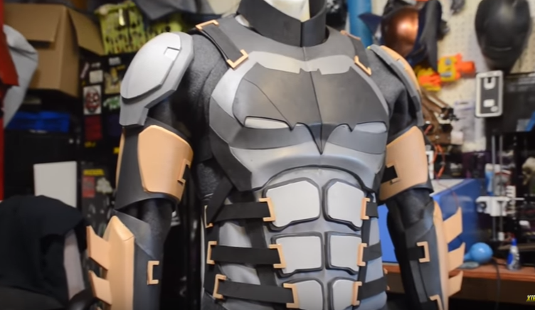 armor-justice-league-cosplay-batman
