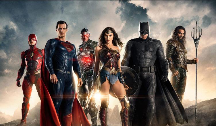 Pełny skład ligi sprawiedliwych gotowych do usłyszenia recenzji na temat filmu